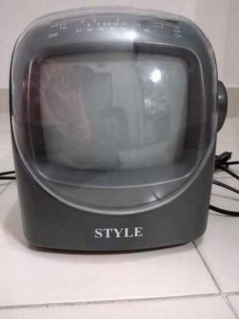 Vendo TV a preto e branco com rádio antiga