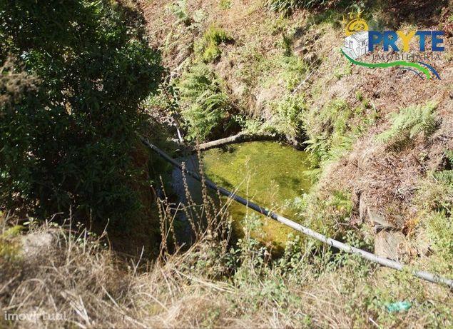 Imóvel rústico em xisto situado no meio da natureza em Amieira-Oleiros