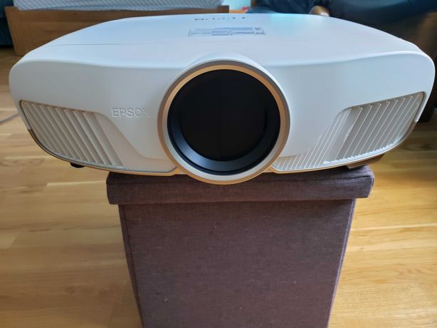 Проектор EPSON 5040ub 4K PRO-UHD, 2500 Lumens, 1,000,000:1 EH-TW9300