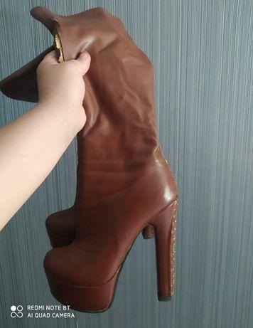 Отдам  женскую обувь