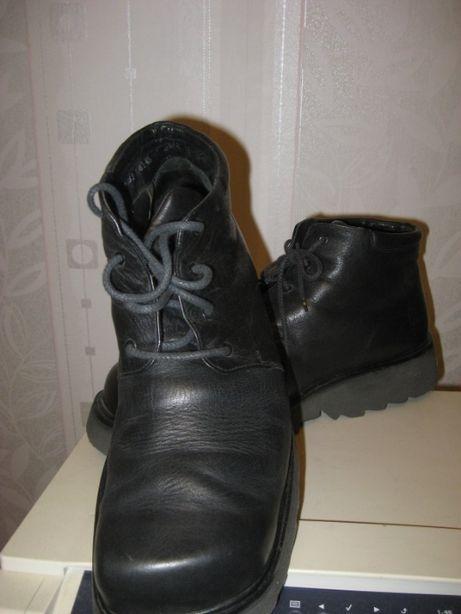 Мощные кожаные ботинки на зиму,на высокой плотной рифлен подошве. р 45