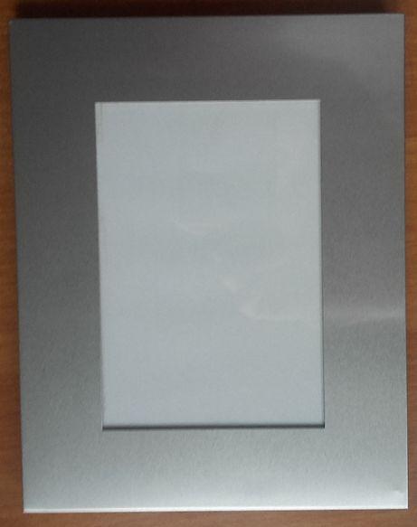 Stalowa ramka na zdjęcia z szklaną szybką