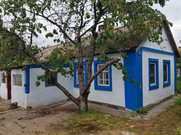 Продам дом, прилагается участок земли