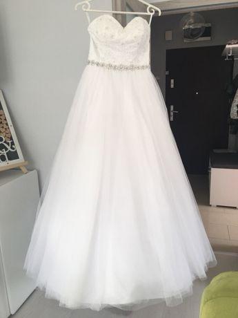 Suknia ślubna fason princessa