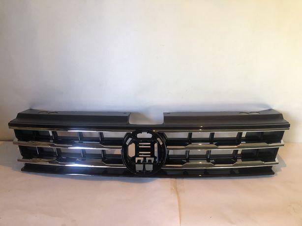 Решітка радіатора на VW Tiguan 16-20рік USA