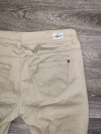 Бежевые брюки зауженные