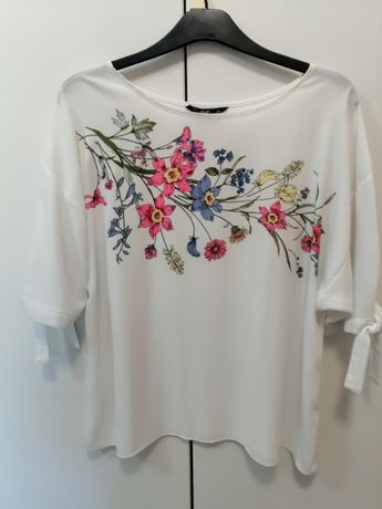 Piękna bluzka firmy F&F z krótkim rękawem w rozmiarze 48