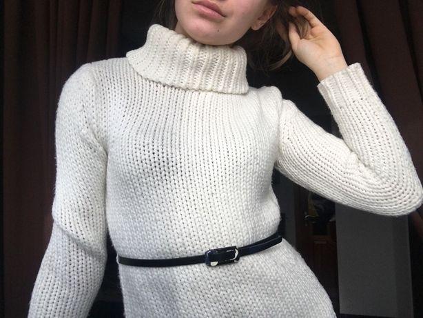 Стильный белый свитер с поясом