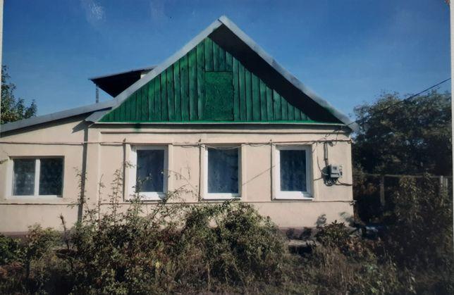 Продам дом с участком земли.
