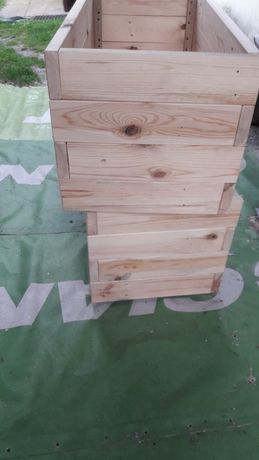 Skrzynia z litego drewna o grubości 30mm