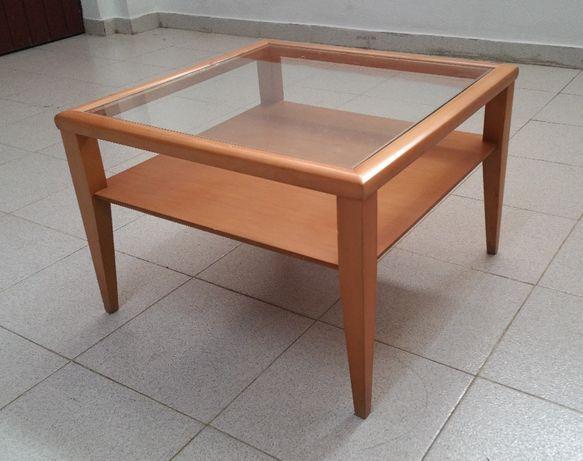 Mesa de canto em cerejeira com tampo em vidro