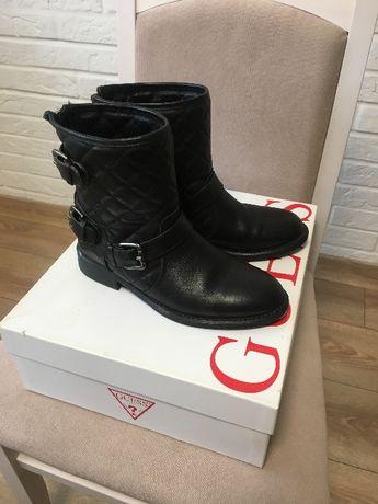 Ботинки GUESS ( original) 35 размер,натуральная кожа