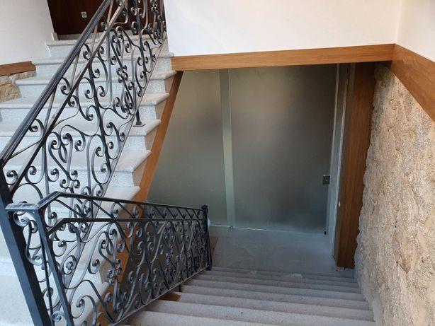 Casa em granito em reconstrução com  terreno anexo