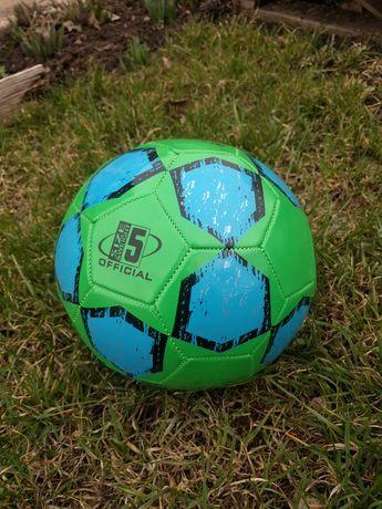 Продам футбольный мяч новый