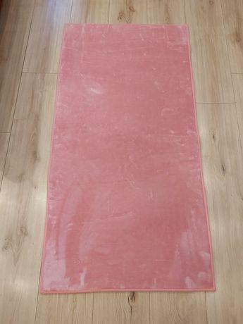 Pluszowy dywanik różowy