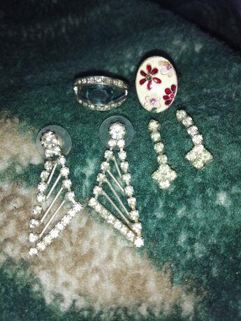 Сережки, ланцюжок, заколки, каблучки