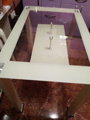 Срочно! Стеклянный кухонный стол.