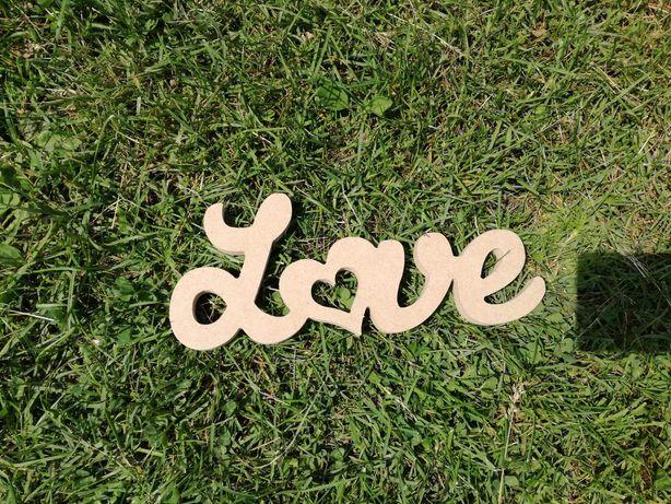 Napis love, ślub i wesele, rustykalny, stół weselny, drewno