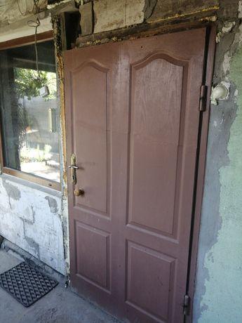 Дверь б/у, металлическая, утепленная, без лутки