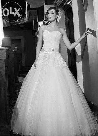 Suknia ślubna Piękna Koronkowa princeska z kokardką