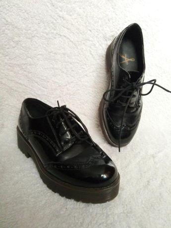Актуальные массивные туфли, весенние черные лаковые туфли atmosphere
