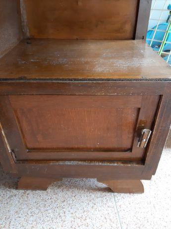 Mesa de cabeceira antiga para restauro