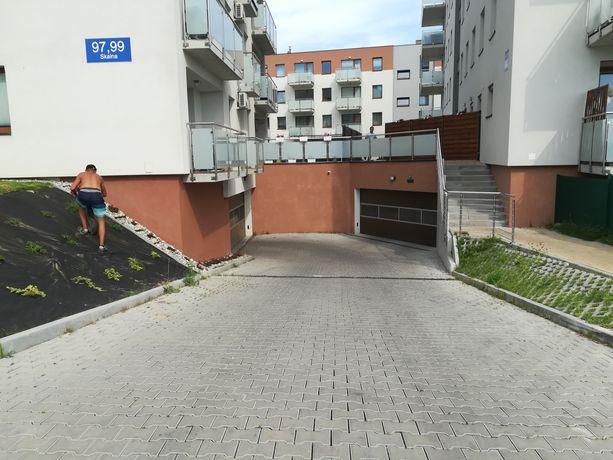 Os Skalne, miejsce parkingowe w garażu podziemnym