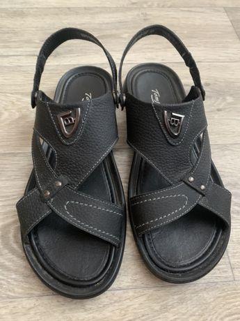 Продам мужские кожанный шлепки-сандали 45 размера