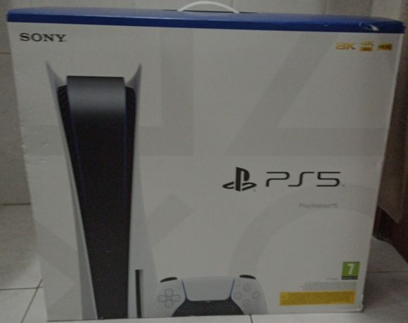 PlayStation 5 Nova e Selada (Edição Standard)