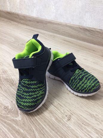 Дитяче взуття (кросівки)