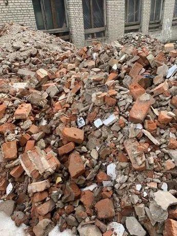 Прийму :Бій цегли, глину,землю на підсипку території