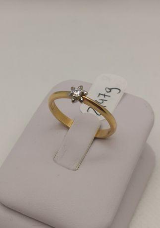 Piękny złoty pierścionek z kamieniem. Roz. 18 (śr.18, 5mm). Pr. 585.