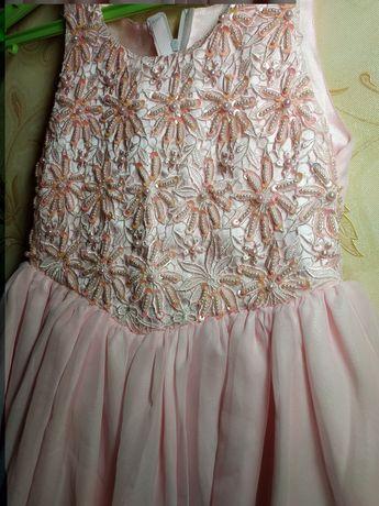 Платье нарядное, розовое.