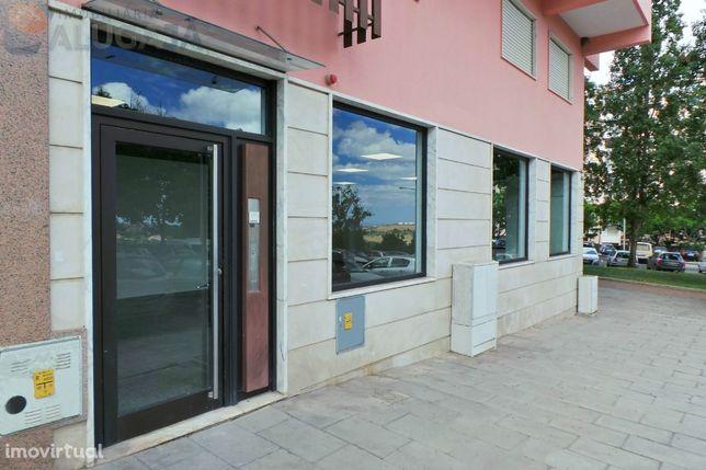 São Marcos - Ampla loja com 102m² com muitas montras e luminosidade.