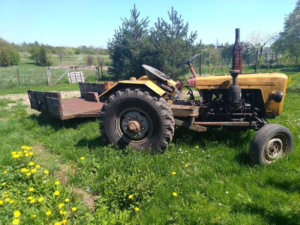 Ciągnik rolniczy robiony z przyczepą  + maszyny rolnicze