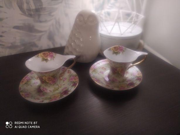 Komplet ( 2 szt.) filiżanek wraz ze spodkami z porcelany. Motyw kwiaty