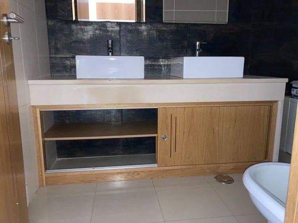 Móvel duplo de casa de banho