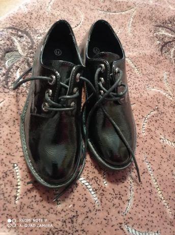 Нове взуття для дівчинки