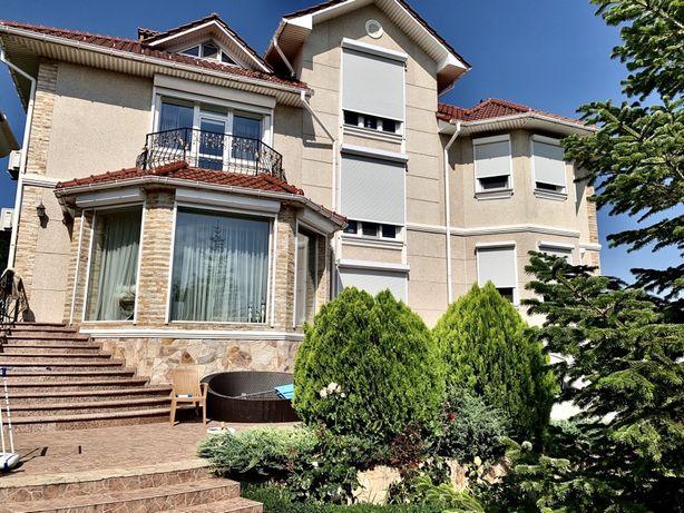 Совиньон. Продам большой хозяйский дом 537кв.м. Участок 10 соток.