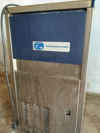 Maquina de gelo N.T.F.
