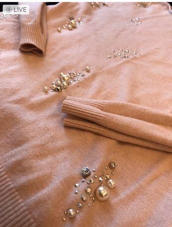 Różowy sweterek pastelowy z dżetami ciepły elastczny