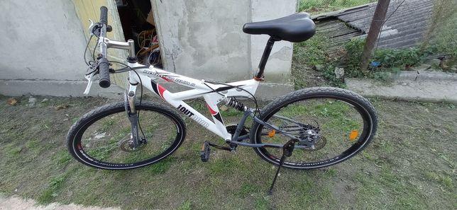 Горний велосипед повністю обслугований