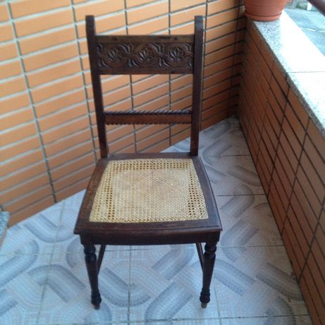 Cadeira antiga ótimo estado