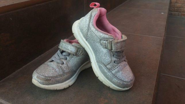 Детские кроссовки OshKosh 24 размер, 14,6 см для девочки.