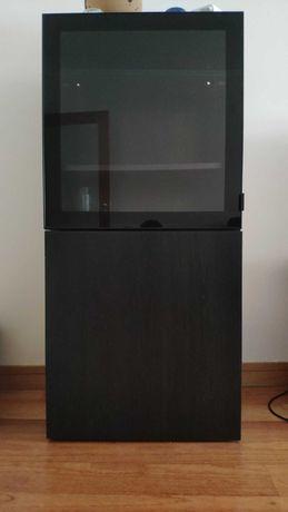 Aparador Bestå Ikea com porta vidro + porta madeira