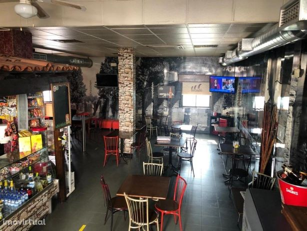 Snack-Bar / Restaurante com alvará, equipado e com 95m2 d...