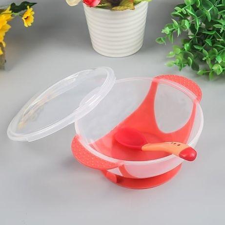 Детская посуда.  Тарелка на присоске и две термо ложечки