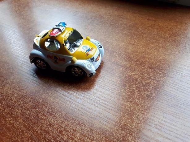 Машинка полицейская.