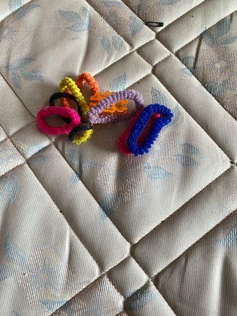 conjunto de elásticos coloridos