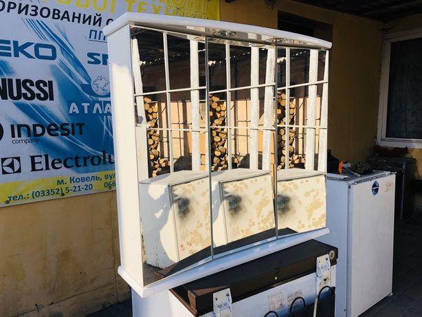 Полка шафка для ванной с подсветкой и розеткой с зеркалами зеркалом